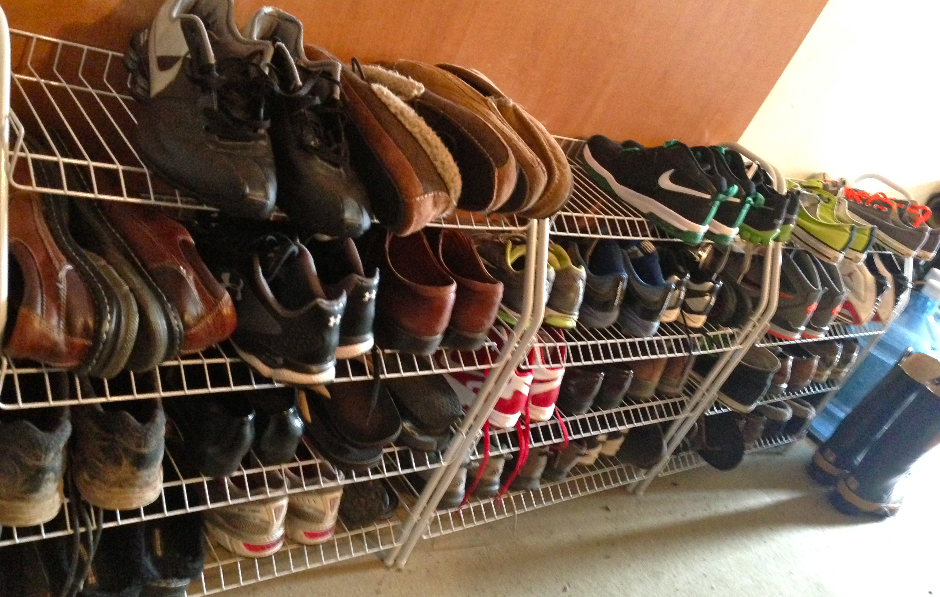 Shoe rack for garage - I Purposefully Included The Winter Boots In The Photo As They Will Not Fit On This