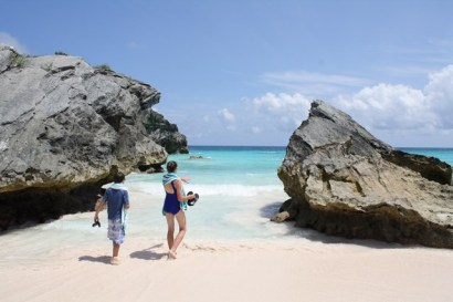 One of our favorite spots in Bermuda: exploring Horseshoe Bay