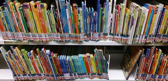 Childrens'_books_at_a_library