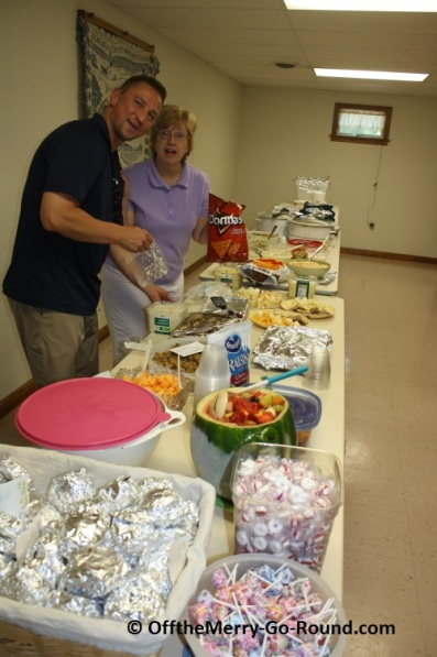Desserts, salads, fried chicken, barbeque... the buffet tables are filled with family treasures: great recipes!